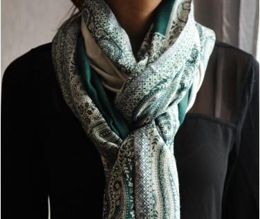 Палантин бирюзово-зеленый с белым узором