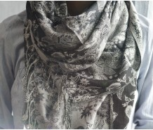 Палантин  черно-серый с белым узором